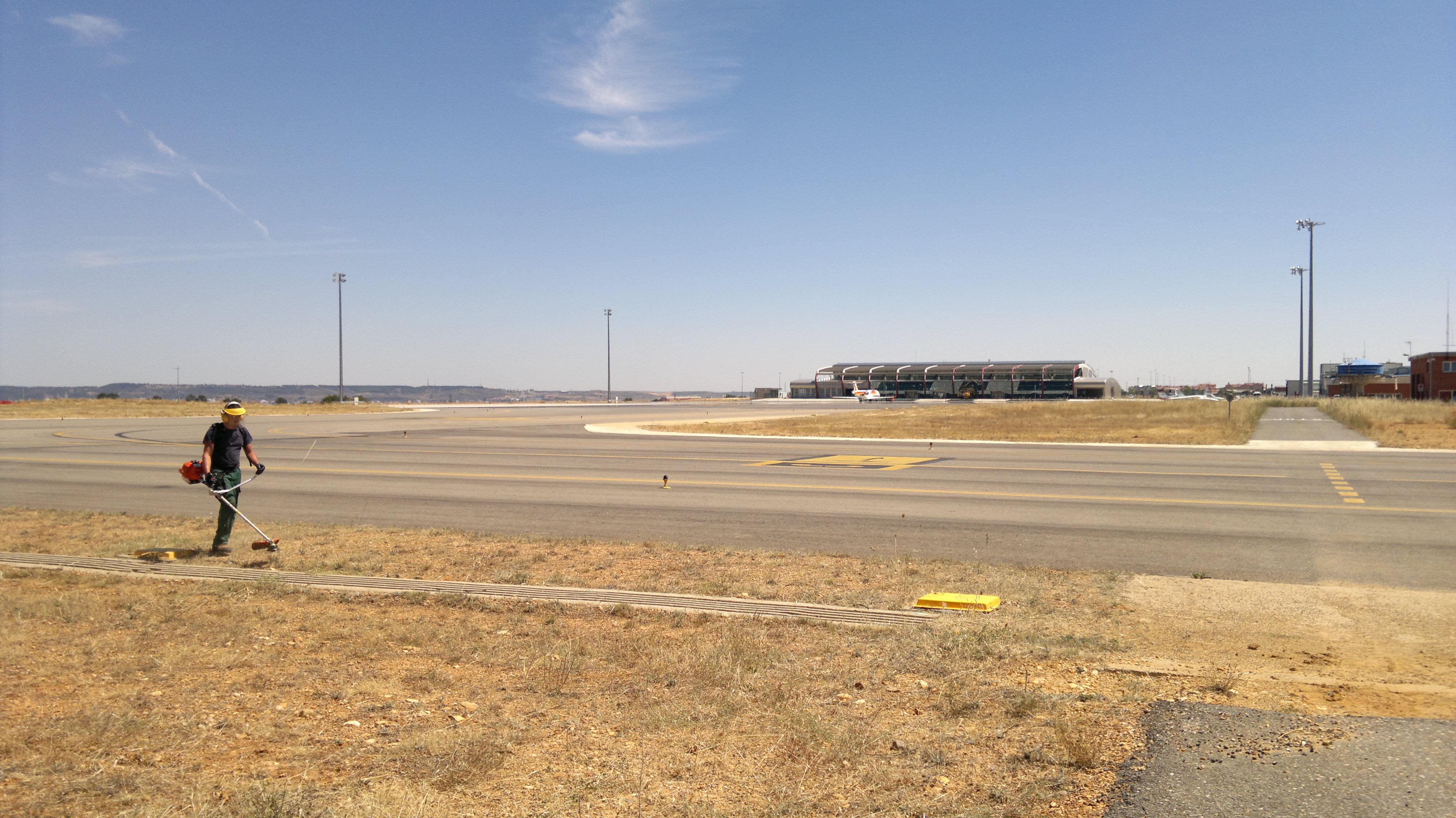 20110811-desbroce base aérea_5